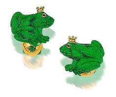An unusual pair of maw sit sit frog cufflinks