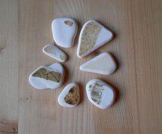 Genuine sea pottery , white beach pottery,  7 pieces, white,brown,mustard, jewelry supplies, crafting, art    lotto171 di lepropostedimari su Etsy
