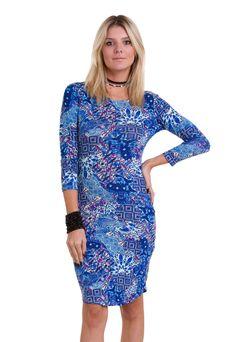 ac5c368b9 O vestido midi estampado com manga longa ¾ da Manola apresenta uma estampa  linda e