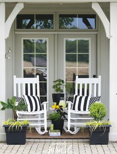 Love this container garden! Perfect for a patio or apartment!