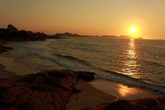 Amanhecer na Praia do Arpoador.     Magnífico!    #BomDia