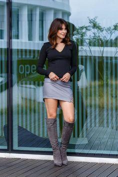 Fusta imitatie piele scurta gri argintiu Mini Dresses, Dress Skirt, Knee Boots, Leather Skirt, Punk, Skirts, Outfits, Fashion, Formal Skirt