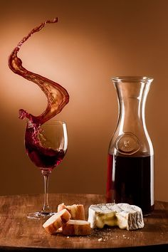 Just a splash of wine makes a meal a feast! Wine and cheese -- yummmm Chocolate E Queijo, Wine Art, Wine O Clock, Wine Cheese, In Vino Veritas, Mocca, Wine Time, Wine And Spirits, Wine Making