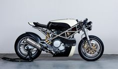 """""""Flat White"""" Ducati Monster 400 Cafe Racer"""
