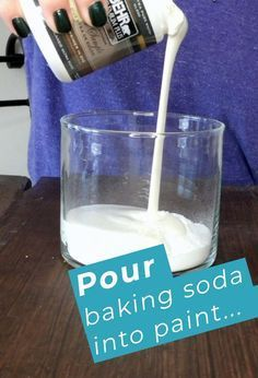 How To Make Chalky Finish Paint With Baking Soda A different chalk paint recipe. Mix cup of baking soda with 1 cup of latex paint<br> Chalk Finished Paint In A Few Easy Steps - Are we the only ones who didn't know this genius latex paint trick? Make Chalk Paint, Chalky Finish Paint, Paint Finishes, Diy Chalk Paint Recipe, Homemade Chalk Paint, Craft Paint, Milk Paint, Paint Furniture, Furniture Makeover