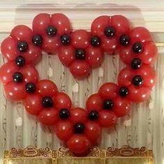 Corazón hecho con globos