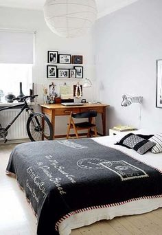 Teen's bedroom not only should looks great but also include functions and decor specific to their age.