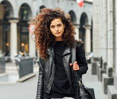Curly Hair Tips, Curly Hair Styles, Rich Brown Hair, Curly Wurly, Curls Rock, Hair Fixing, Cute Haircuts, All Hairstyles, Paris Girl