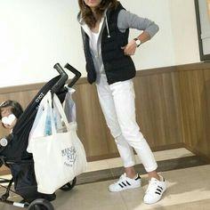 hot sale online 8e8ed e0eb5 Sweatshirt Outfit, Grey Sweatshirt, Denim Fashion, Fashion Outfits, Womens  Fashion, Lady