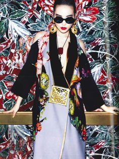 Japanese model Saki Asamiya is photographed by Matt Irwin and styled by Aurora Sansone in the story 'Neo Nippon' for the April 2013 issue of Vogue Japan. Chinoiserie, Moda Kimono, Vintage Magazine, Shooting Photo, Oriental Fashion, Japan Fashion, China Fashion, Vogue Magazine, Strike A Pose
