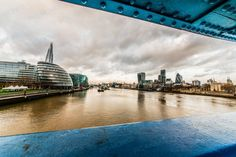 Walking along the Thames, one comes across innumerable sights. Buildings, boats, rowers, bubbling water - Britain, of old and new