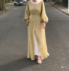 Elegant And Modern Abaya Designs - Zahrah Rose Abaya Fashion, Muslim Fashion, Fashion Wear, Modest Fashion, Fashion Outfits, Modest Outfits Muslim, Muslim Dress, Modest Dresses, Abaya Designs