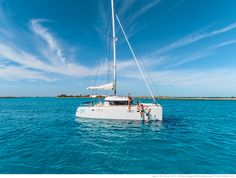 Lagoon 39 - Kat Marina - Aft positioned mast, short boom