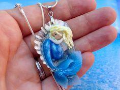 ilfilodelleidee: Ciondolo sirena in fimo con conchiglia del mar Adriatico e resina effetto acqua - Polymer clay mermaid charm with shell and resin