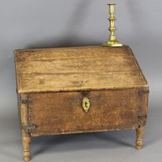 RARE WILLIAM AND MARY STYLE 18TH C SLANT LID DESK BOX TURNED LEGS OLD SURFACE RARE FORM IN GRUNGY OLD SURFACE DEERFIELD MA AREA C1760.  Sold  Ebay   492.00