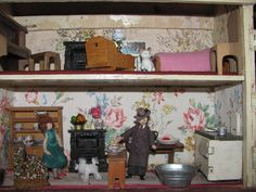 Inside the Wagner house with two Grecon dolls