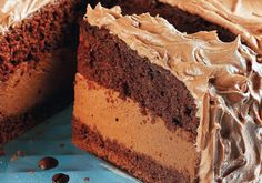 bolo mousse de café Candy Recipes, Sweet Recipes, Chocolates Gourmet, Custard Cake, Gingerbread Cake, Fudge Cake, Food Cakes, Coffee Recipes, Mini Cakes