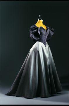 """Evening dress, by Charles James, ca. I just adore Charles James "" Charles James, 1940s Fashion, Look Fashion, Vintage Fashion, Fashion Design, Edwardian Fashion, Club Fashion, Fashion Trends, Vintage Outfits"