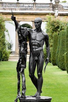 ''San Bartolomé, dolor exquisito'', obra de Damien Hirst exhibida en Chatsworth House, Inglaterra.