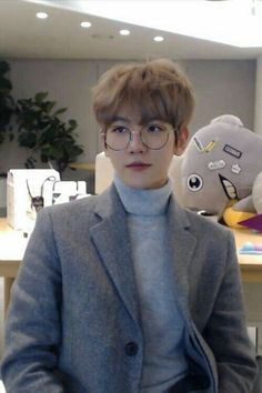 Find images and videos about kpop, exo and baekhyun on We Heart It - the app to get lost in what you love. Baekhyun Chanyeol, Exo Chen, Chanbaek, Exo Ot12, Luhan And Kris, Bts And Exo, Exo Korean, Korean Boy, Taylor Kinney