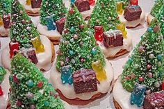 Weihnachtsbäumchen zum Essen Christmas tree to eat, a delicious recipe from the confectionery category. Grill Cheese Sandwich Recipes, Hot Chocolate Cookies, Christmas Tree Cookies, Xmas Cookies, Filling Food, Chocolate Powder, Christmas Appetizers, Christmas Crafts For Gifts, Christmas Ideas
