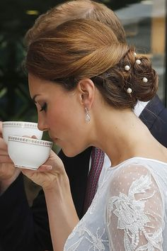 Kate Middleton Hair, Hairstyles & Makeup Photos (Glamour.com UK)