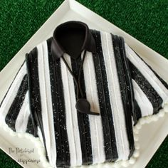 Referee Cake. Click on link for step-by-step instructions. http://www.hungryhappenings.com/2015/01/referee-cake.html