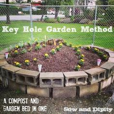 Keyhole garden bed, compost in the middle and it feeds your plants! Instructions in this post.