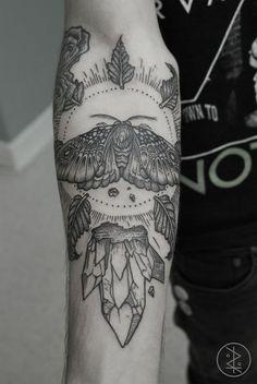 Tatouage de papillon de nuit à l'intérieur de l'avant-bras dans 20 superbes idées de tatouage de papillon