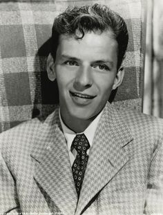 young Frank Sinatra...what a good lookin guy <3