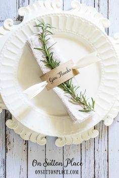 Thanksgiving Napkin Rings | Free Printable | Includes a free printable to make these easy DIY napkin rings for Thanksgiving or any family gathering!