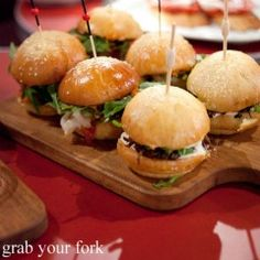 mini burgers for cocktail hour Aussie Bbq, Aussie Food, Australian Food, Australian Recipes, Cookbook Recipes, Cooking Recipes, Good Food, Yummy Food, Delicious Dinner Recipes