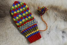 Ravelry: False Entrelac - Sámi Knitted Mitten pattern by Laura Ricketts Knitted Mittens Pattern, Knit Mittens, Finger Weights, Knitting Stitches, Stitch Patterns, Fancy, Ravelry, Socks, Stockholm