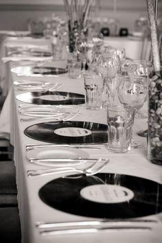 Vinyl LP Place mats at a wedding www.favourfortyfive.co.uk #wedding #retro