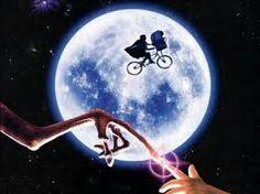 E.T O Extraterrestre! Um clássico do cinema. Teve seu lançamento nos anos 80'.