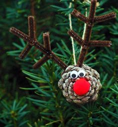 Pine Cone Reindeer Ornaments are a funny Christmas crafts for kids! - Crafts for Kids Pinecone Ornaments, Reindeer Ornaments, Christmas Ornaments To Make, Christmas Crafts For Kids, Christmas Activities, Homemade Christmas, Kids Christmas, Holiday Crafts, Preschool Christmas