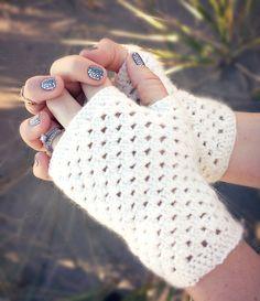 Domestic Bliss Squared: delicate crochet fingerless gloves (a free pattern) delicate crochet hand warmers (a free pattern) Crochet Fingerless Gloves Free Pattern, Crochet Boot Cuffs, Crochet Boots, Fingerless Mittens, Crochet Scarves, Crochet Clothes, Crochet Gratis, Free Crochet, Crochet Cozy