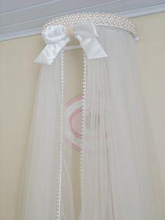 Lindo Conjunto de Dossel de Pérolas branco com Mosquiteiro.
