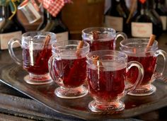 Hot drinks/Lämpimät juomat: Mulled wine/Madeiraglögi