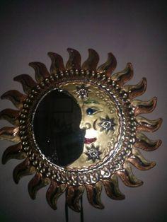 Espejo de eclipse de hojalata.   Por Mayra hdez c.