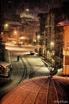istanbul... looks really strange seeing pictures of it in cold weather!