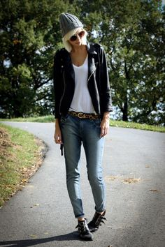 Leather jacket white t skinnies beanie Lois Jeans, Fashion Creator, Dressed To Kill, Pretty Outfits, Pretty Clothes, Knit Beanie, Passion For Fashion, Autumn Winter Fashion, Street Wear