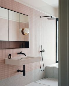 Clinker Brick House in Mentone, VIC by Studio Bright | Yellowtrace Australian Interior Design, Interior Design Awards, Arch Interior, Australian Architecture, Blush Bathroom, Minimal Bathroom, Bathroom Goals, Hospitality Design, Workplace Design
