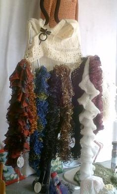 Crochet & Knitting at the FiberArts Cafe. Broomstick Lace wrap, shawl pin and knitted scarfs - window display at FiberArts Cafe. Broomstick Lace, Shawl Pin, Lace Wrap, Diy Projects To Try, Needlepoint, Knitted Hats, Knit Crochet, Crochet Patterns, Diy Crafts