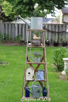 Garden Decor Old wood ladders are wonderful in the garden. Have a look at these ideas for turning ladders into functional garden art. Ladder Ideas, Old Ladder Decor, Old Wood Ladder, Vintage Ladder, Rustic Ladder, Wooden Ladders, Rustic Garden Decor, Garden Whimsy, Rustic Gardens