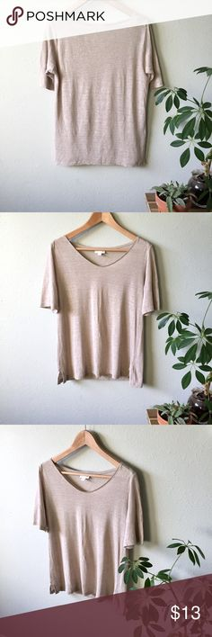 """I Jill Linen Shirt Beautiful linen. Love the way this fabric falls. Size xs. Fits oversized for a drapey look. 20"""" across bust, 24"""" down back. Natural occurring tiny nubs of fabric here a there. Gently worn. Clean, smoke free home. J. Jill Tops Tees - Short Sleeve"""