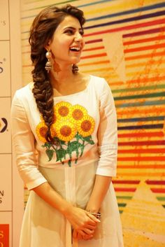 Beautiful Bollywood Actress, Beautiful Indian Actress, Beautiful Actresses, Samantha In Saree, Samantha Ruth, Cute Girl Pic, Stylish Girl Pic, Front Hair Styles, Medium Hair Styles