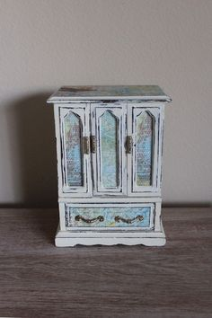 Beautiful Painted Old White Vintage Jewelry  Box. $58.00, via Etsy.