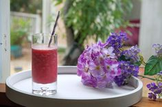 This refreshing slushy will keep you cool and hydrated for the summer with just three simple ingredients: frozen grapes, coconut water, and Stevia. Healthy Movie Snacks, Healthy Afternoon Snacks, Healthy Vegan Snacks, Magic Bullet Recipes, Magic Recipe, Nutribullet Juice Recipes, Smoothie Recipes, Frozen Grapes, Juice Smoothie