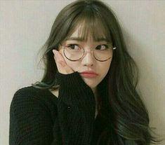 Image about girl in ulzzang. Pretty Korean Girls, Cute Korean Girl, Cute Asian Girls, Cute Girls, Ulzzang Glasses, Korean Glasses, Mode Ulzzang, Ulzzang Korean Girl, Bangs And Glasses